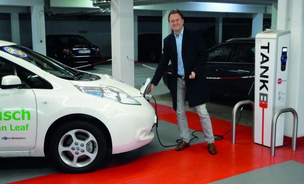 Elektroauto im Parkhaus Oberpleis
