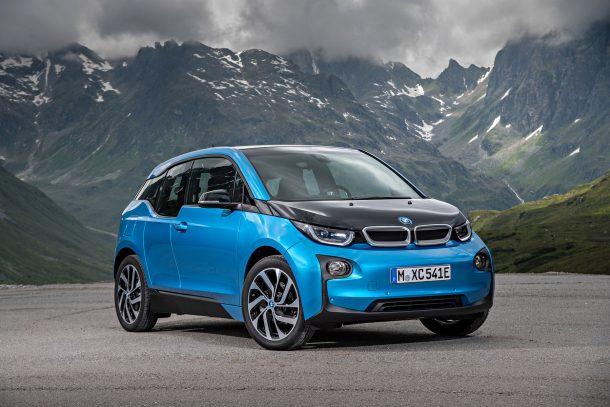 Um mit angekündigten, reichweitenstarken Elektroautos wie dem Opel Ampera-e wieder auf Augenhöhe zu fahren, bekommt der BMW i3 2018 ein erneutes Batterie-Update: Dann soll die Reichweite auf 450 Kilometer nach aktuellem europäischem Fahrzyklus steigen